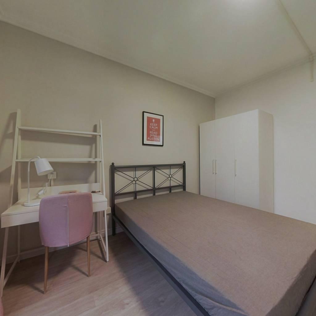 合租·滨湖名都城 4室1厅 南卧室图