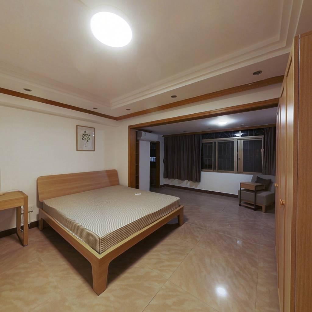 合租·富丽花苑 4室1厅 北卧室图