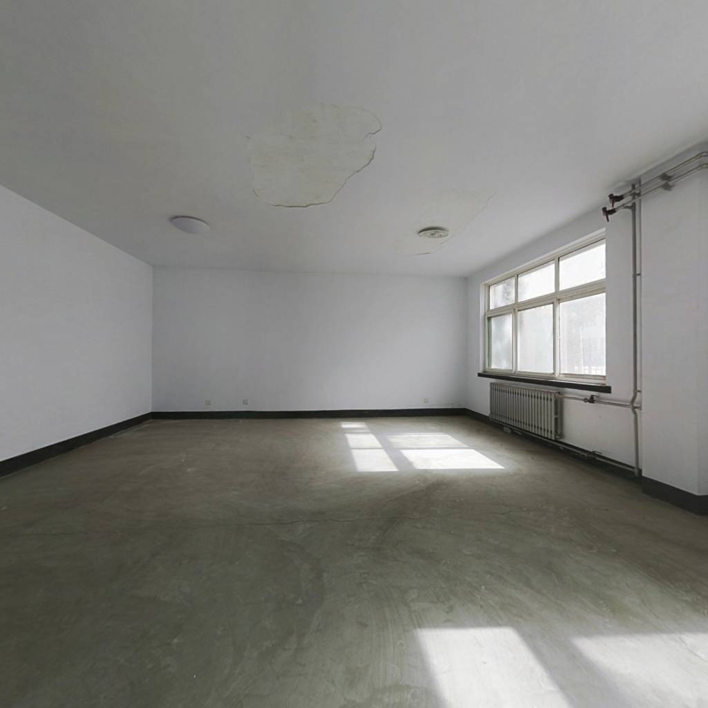 房子是1楼2楼复式,大开间,方便装修时自己装修设计