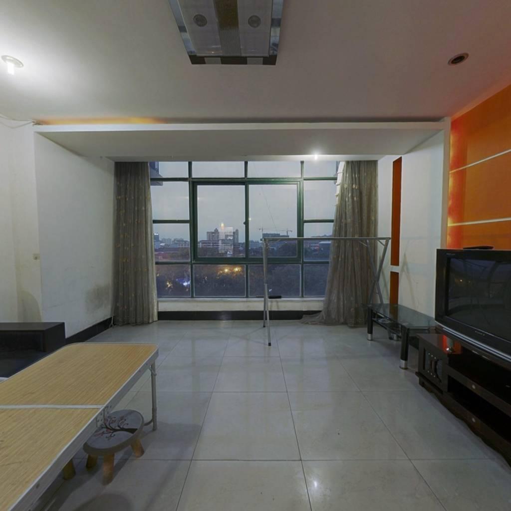 一品空间,房东诚心出售,复式公寓住宅