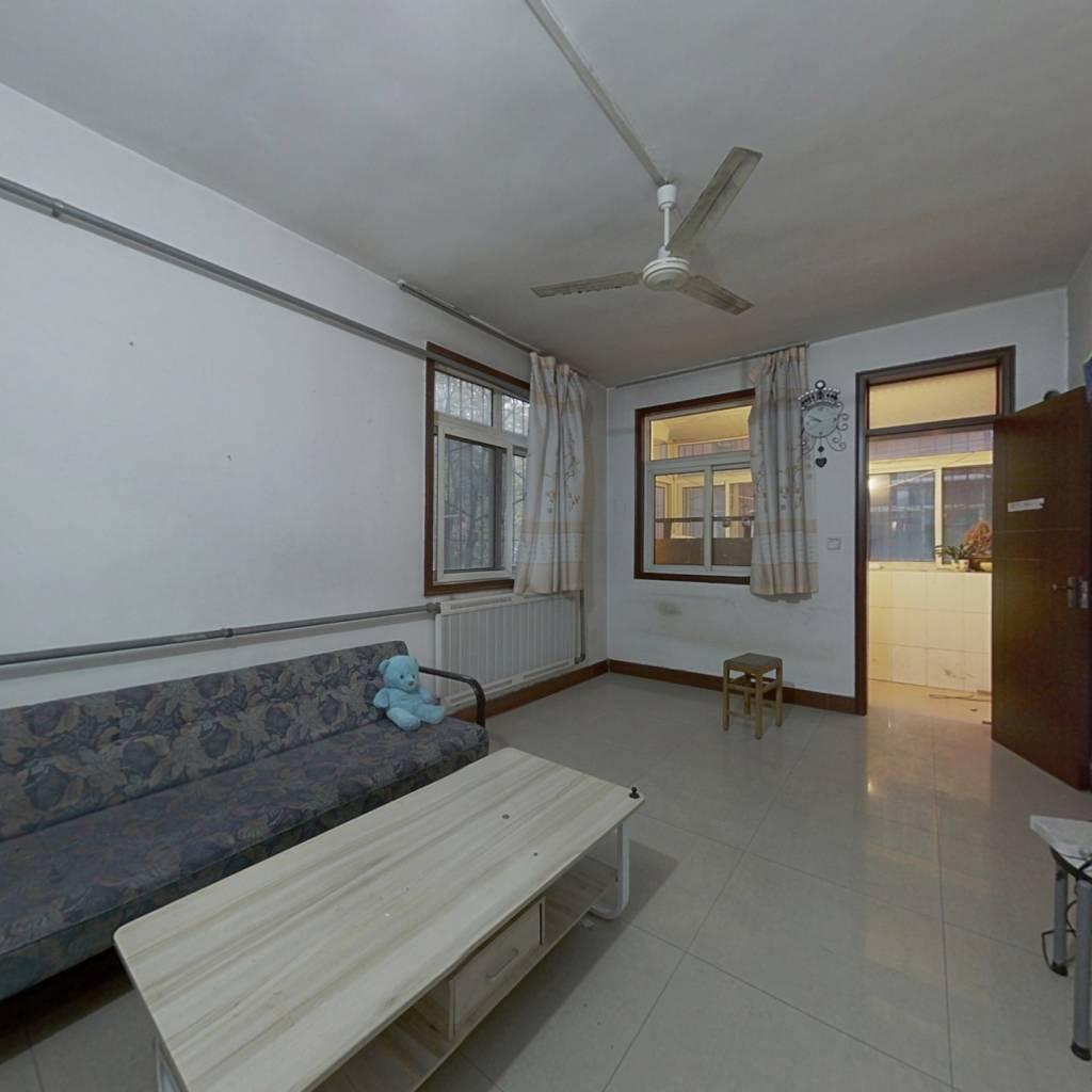 七里山南村低楼层出售,房子采光好,带双气,位置佳