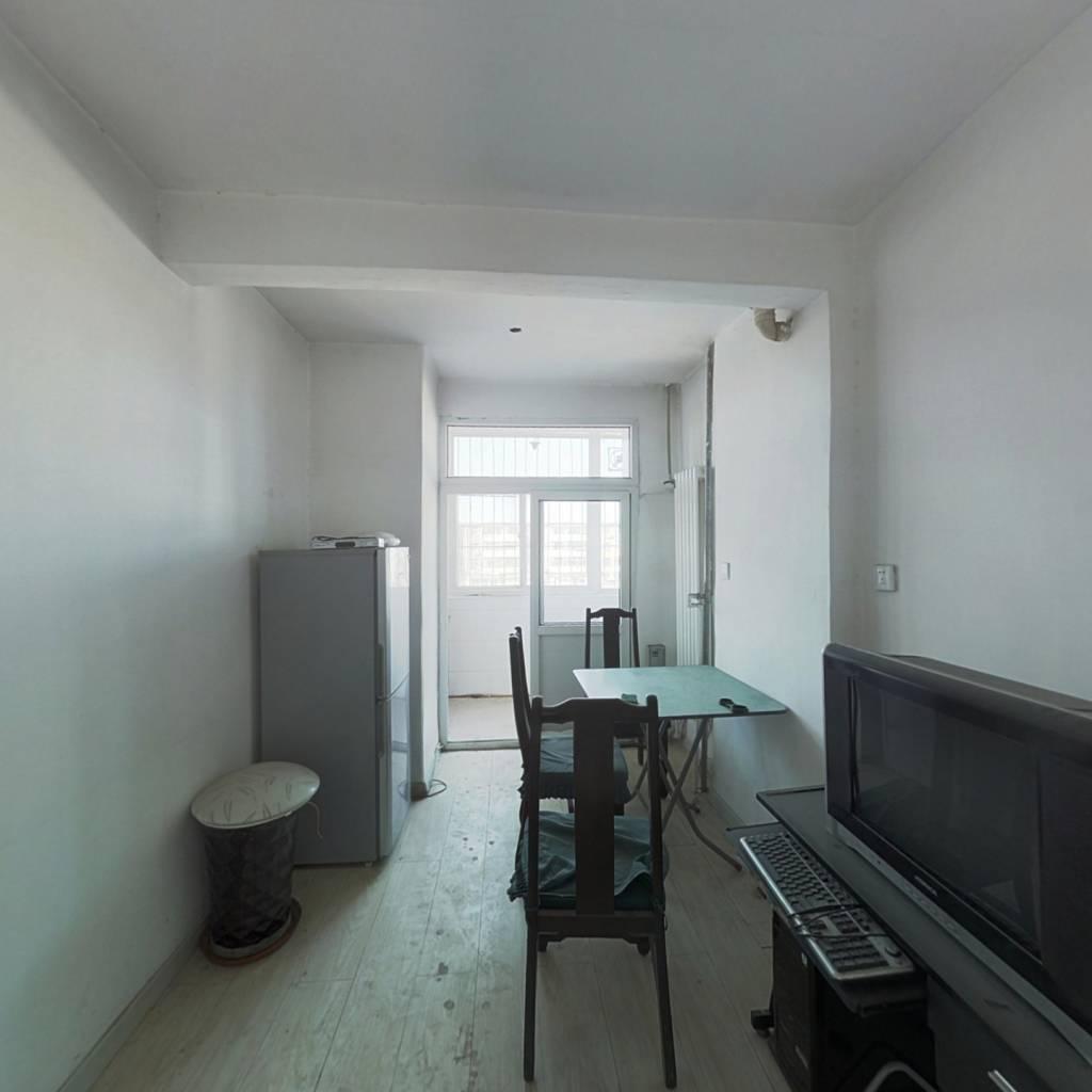 房子干净利索 房主诚心卖房 偏单两室 大产权 好出租