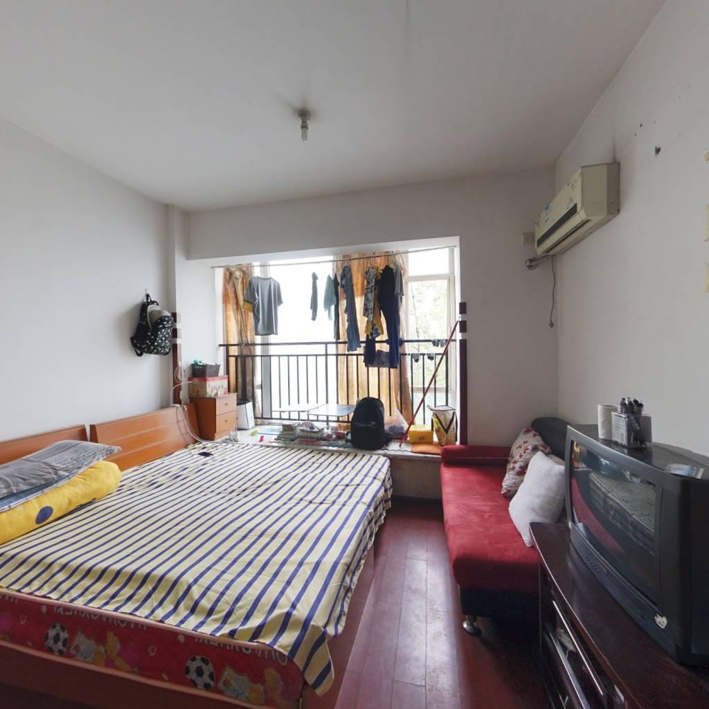 南港家园公寓,简单装修,出售。