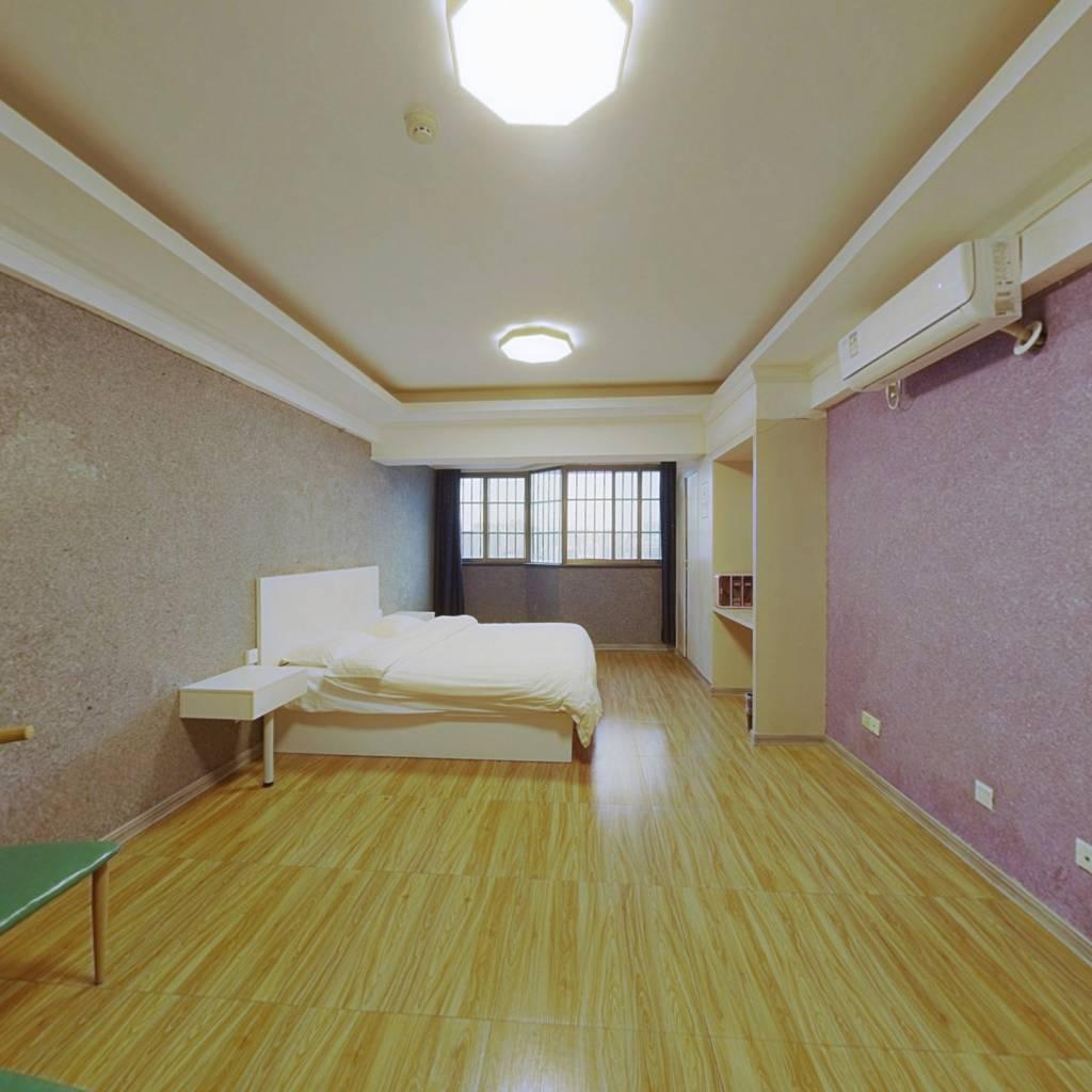 金山广场 1室0厅 南