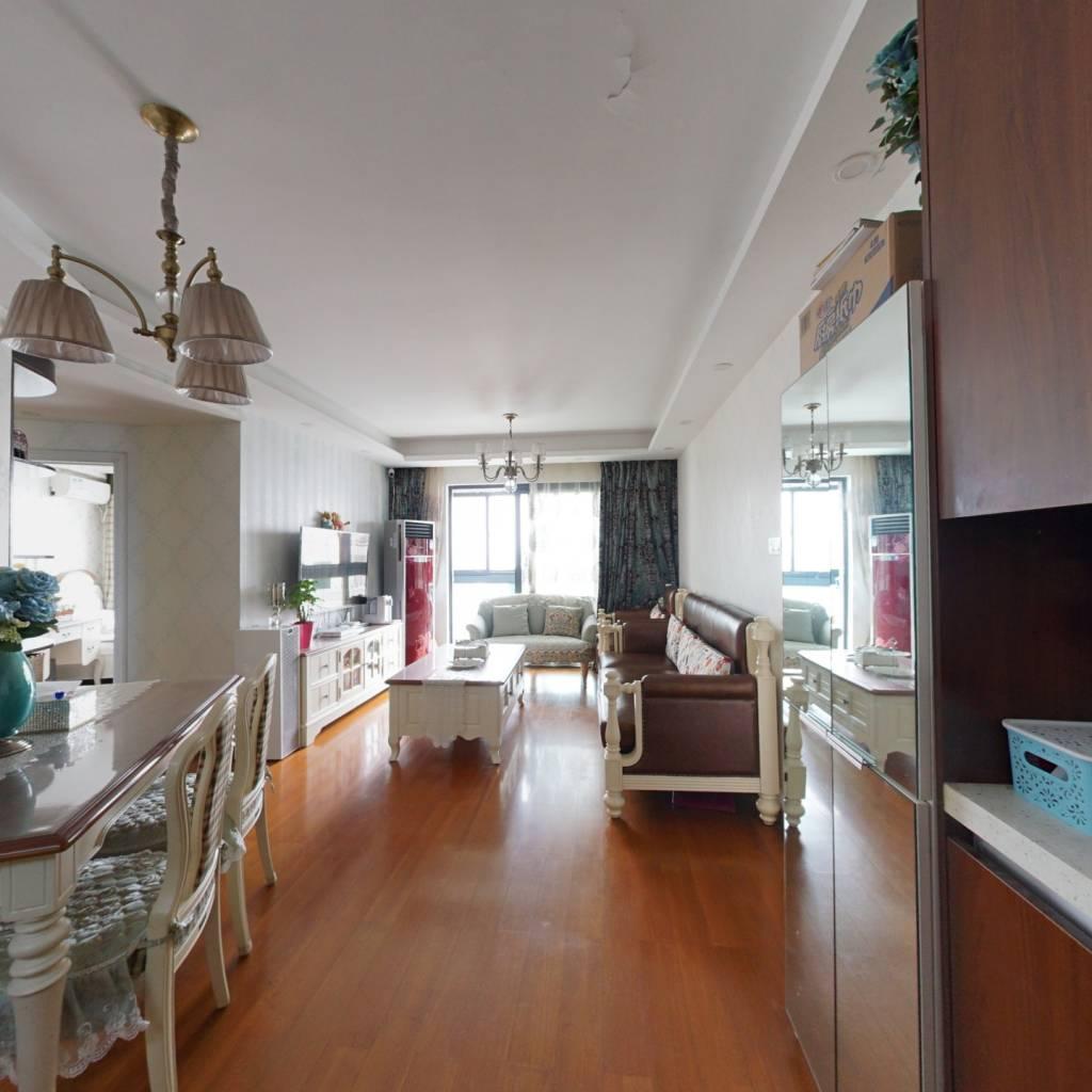 自住居家精装修,品质家具家电,高楼层视野采光好。