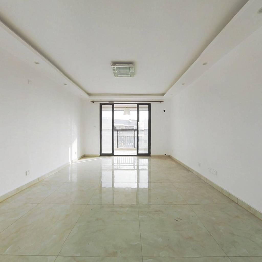绿地金卫,全新装修,大三房,业主置换,诚意出售