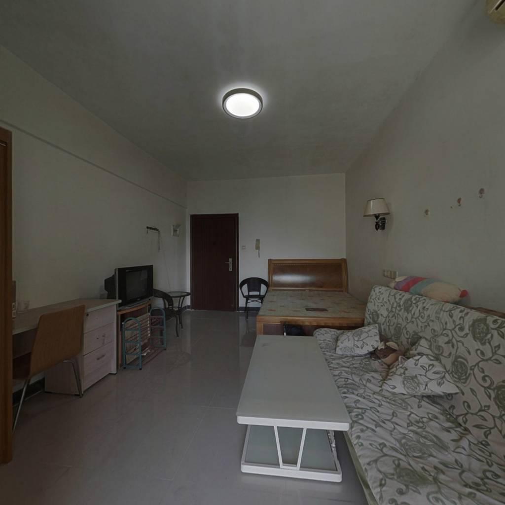 金领公寓 1室0厅 北