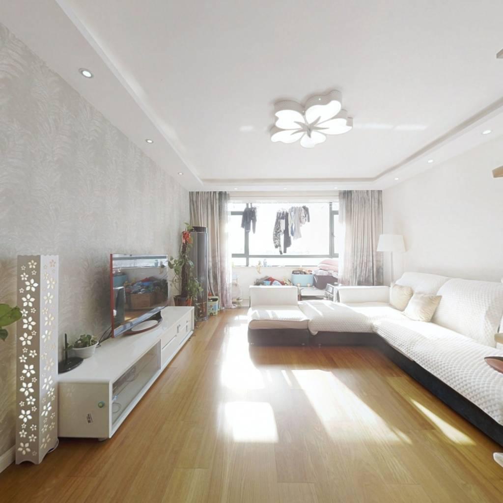 此房是满五年唯一的商品房,婚房精装修,业主诚售