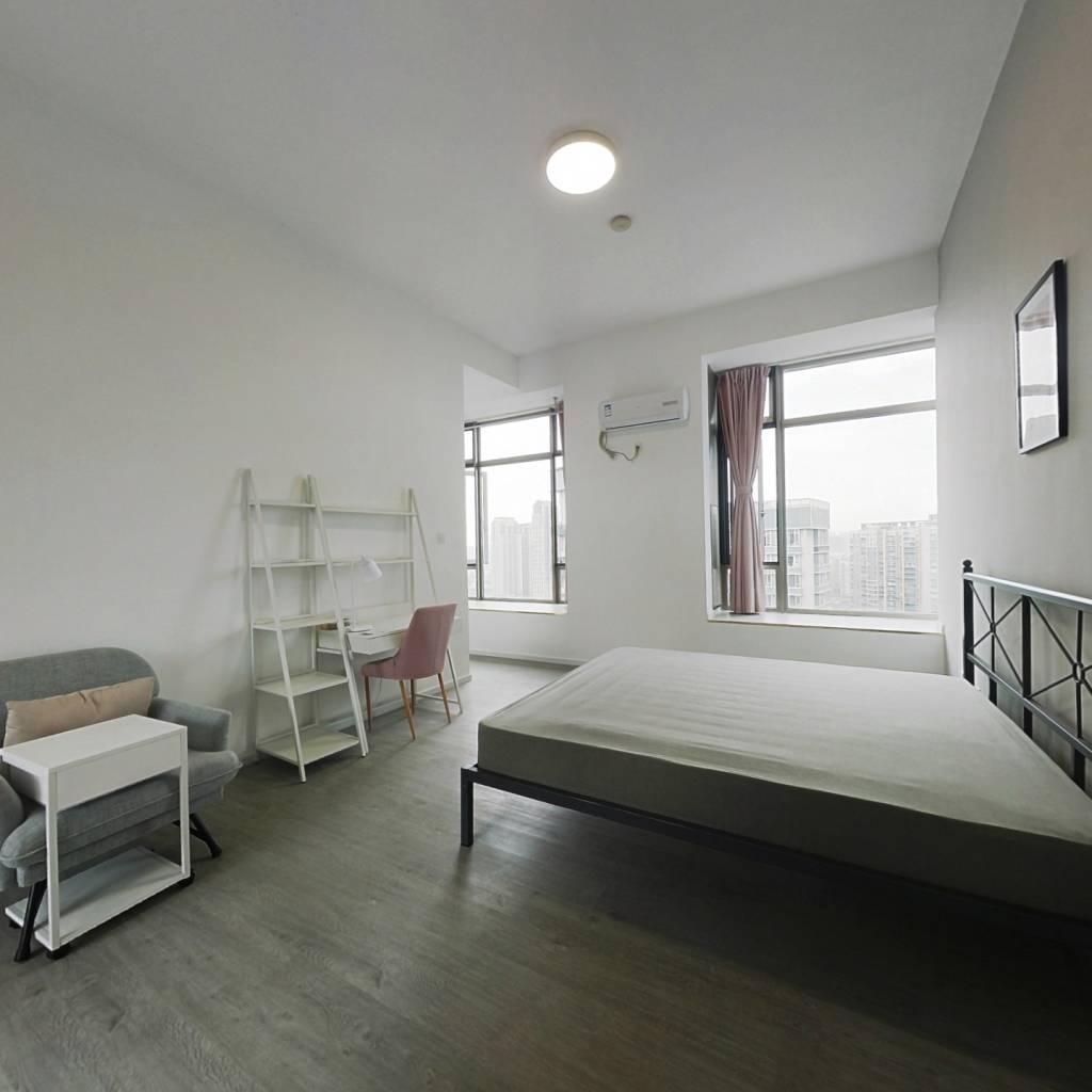 合租·新鸿基悦城 5室1厅 西南卧室图