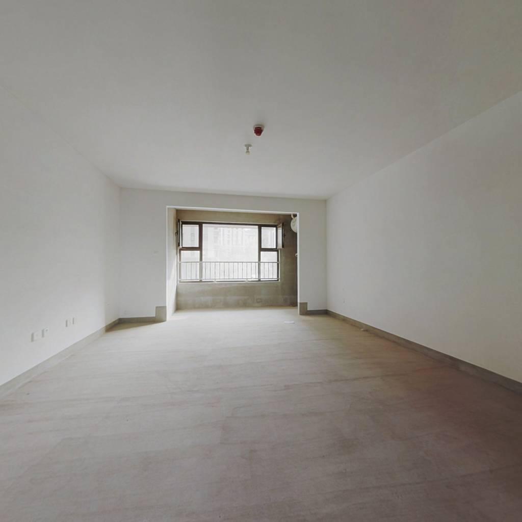此房为毛坯房新房未住,南北通透,有车位地下室