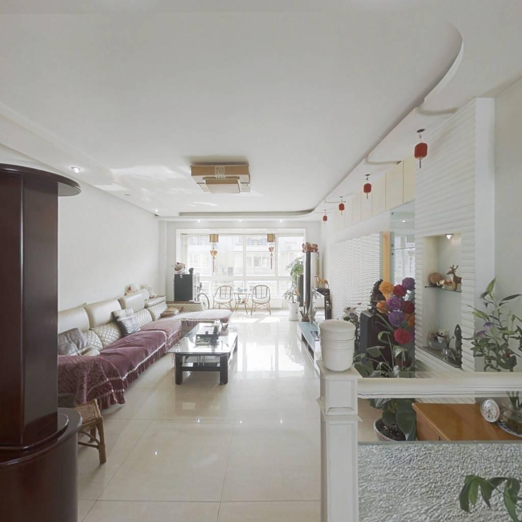 产权面积189.9平,附65平大露台,另带62平的顶层花园