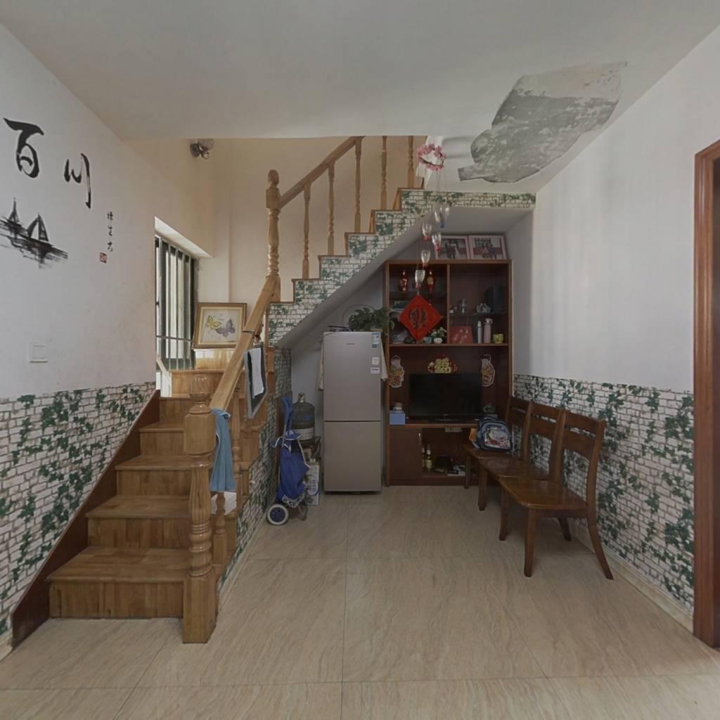 此房户型好,采光不挡,小区配套齐全,安保严谨。