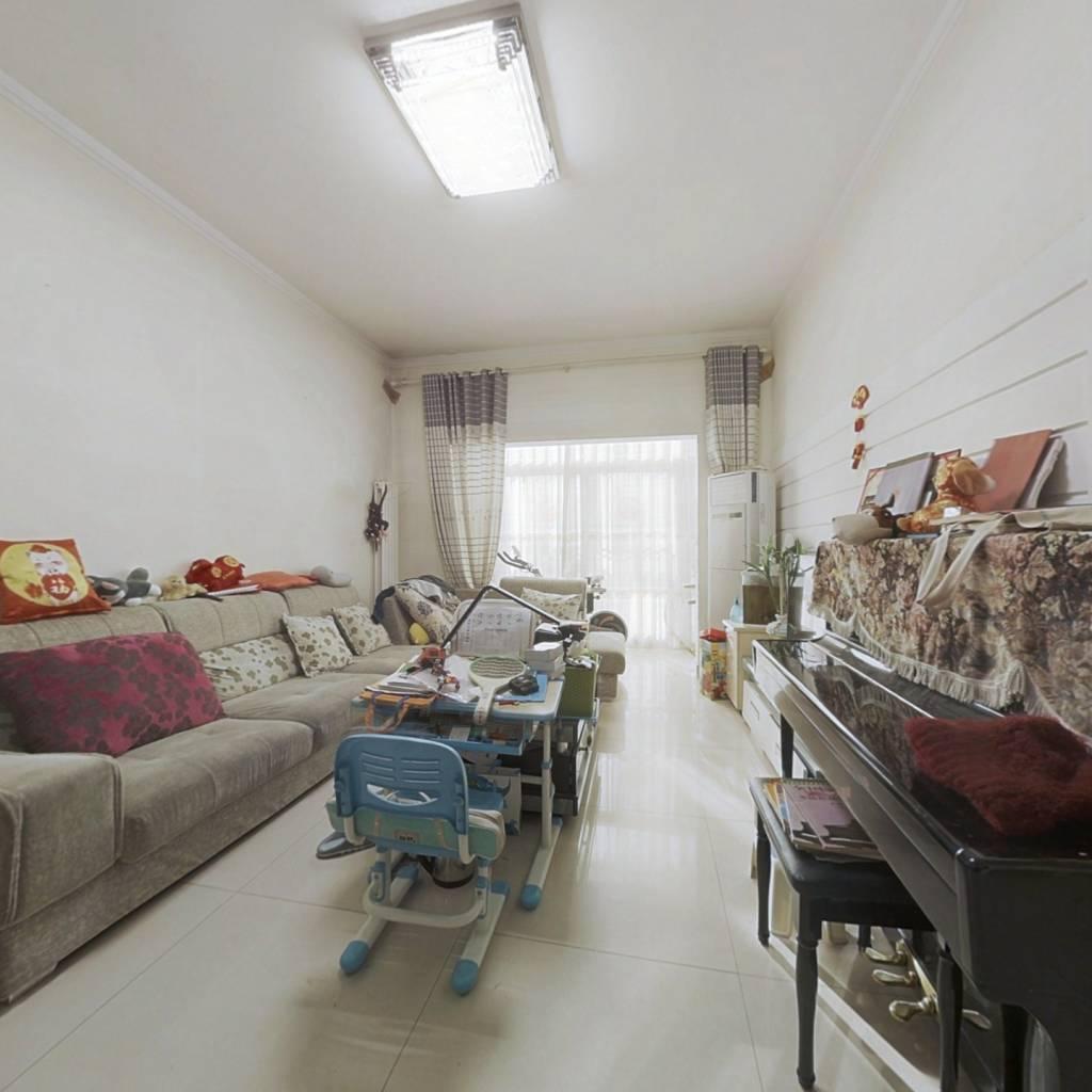 此房正规两居室 ,配套齐全  主卧客厅朝南