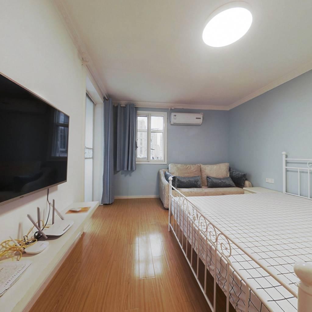 整租·虹桥路400弄 2室1厅 南卧室图