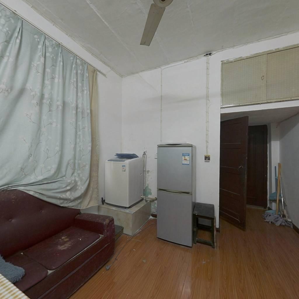 此房满二,大两房,诚心出售,看房提前预约!