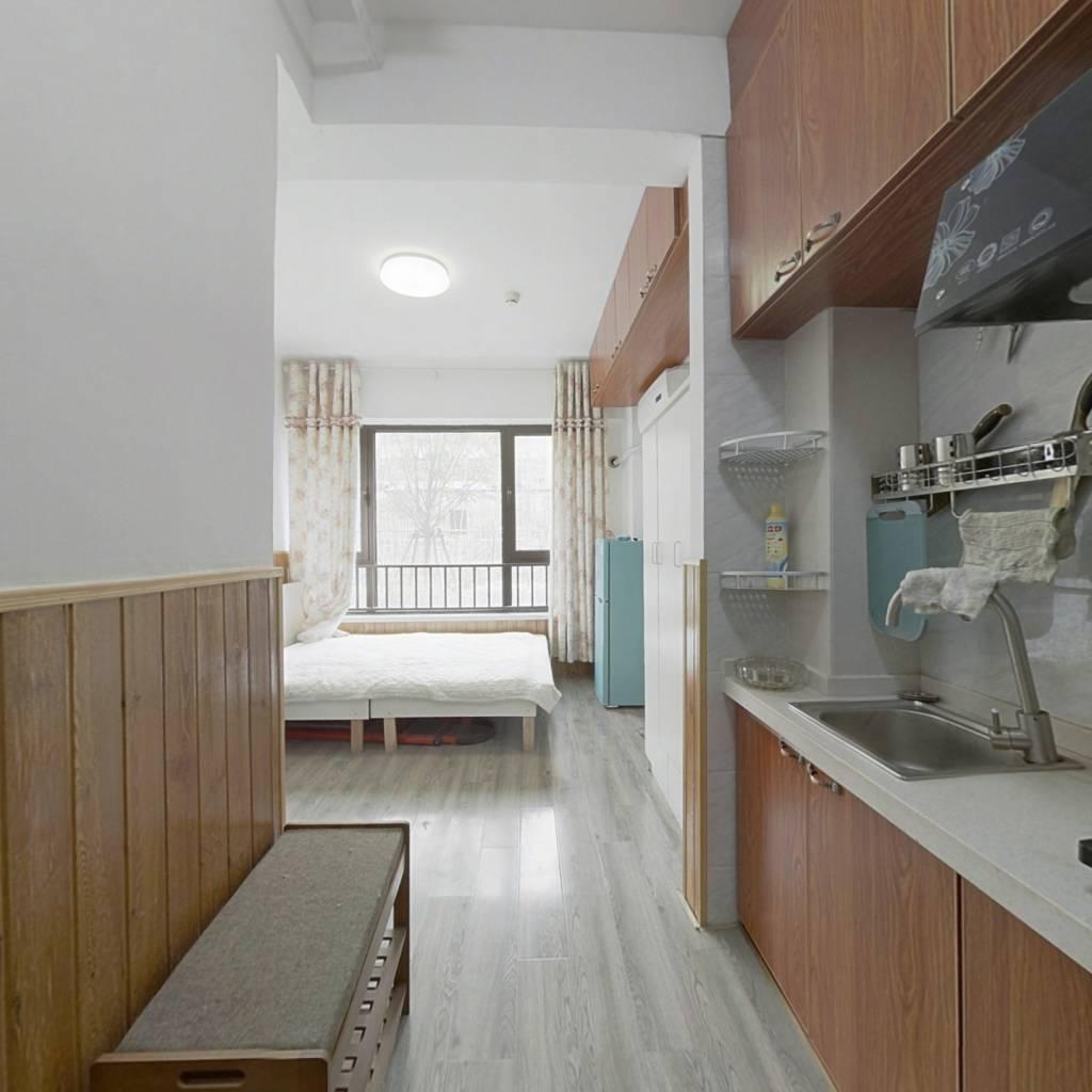 此房为新交付小区 ,户型方正,采光较好,房龄新。