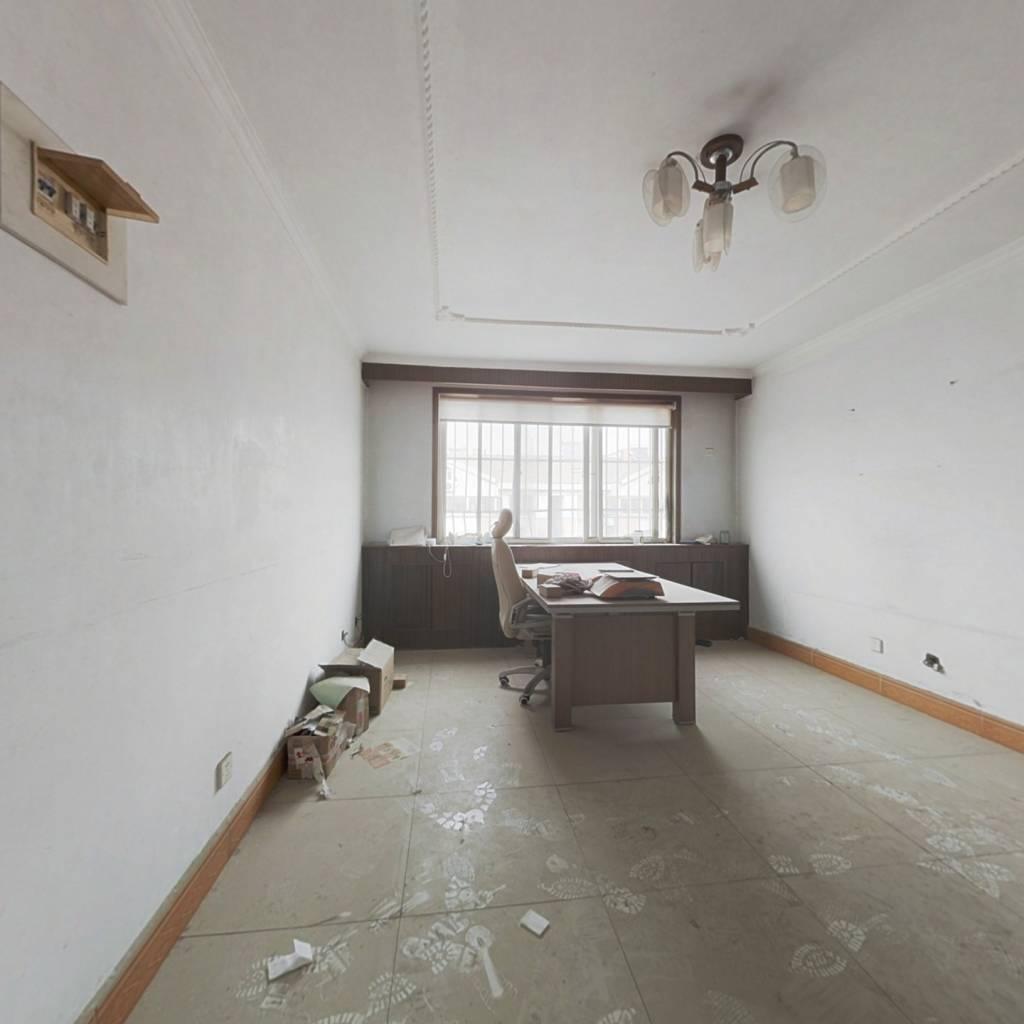 双层  6室朝阳  有地下室  看房方便  诚意出售