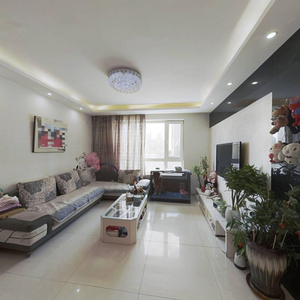 房子是南北通透的户型,精装修,不挡光,室内保持好