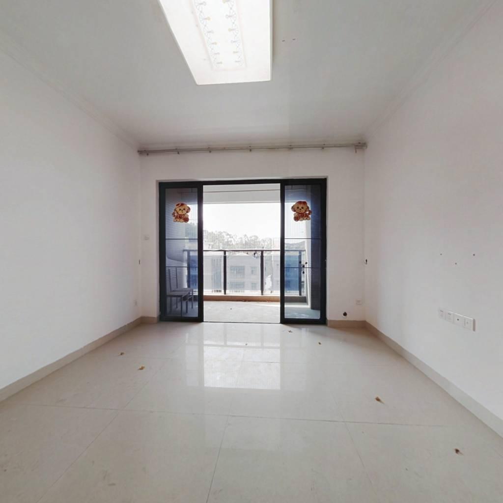 此房实用面积大,户型方正。业主诚意出售。