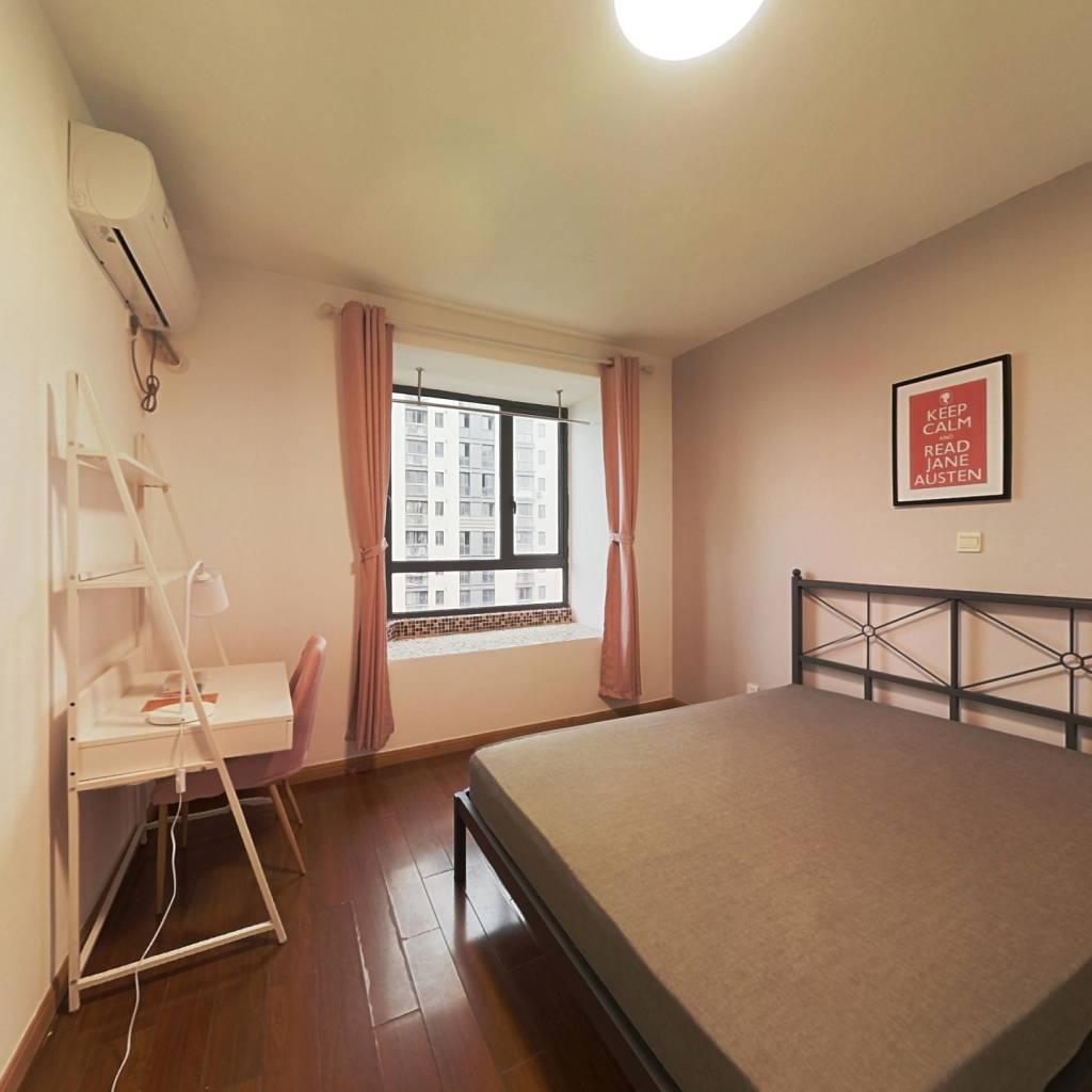 合租·绿地崴廉公寓 3室1厅 南卧室图