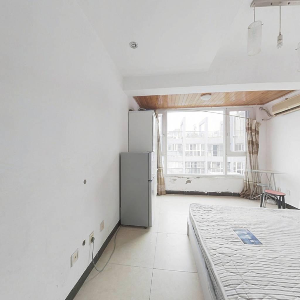 房子装修保养好,户型方正,视野好,通透