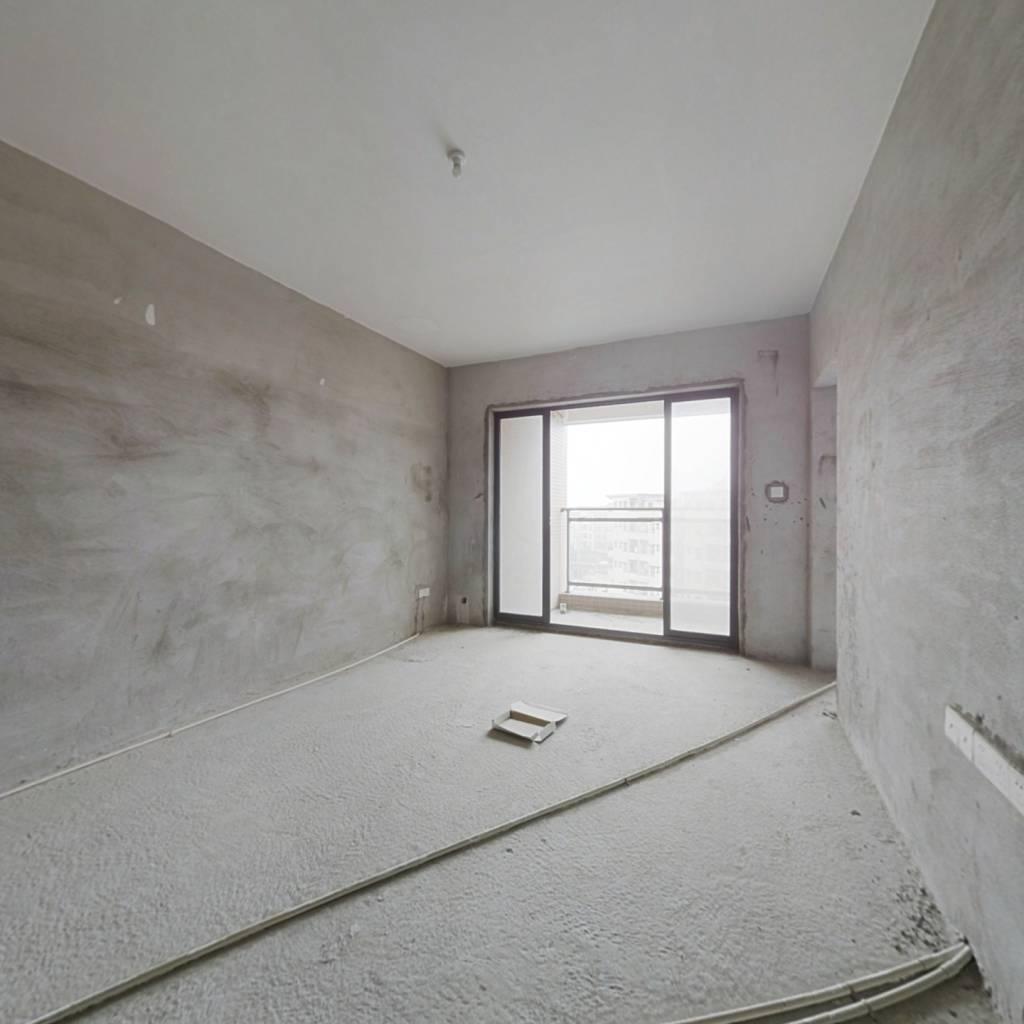 优质三房,业主诚心卖,户型方正,采光充足,楼层好