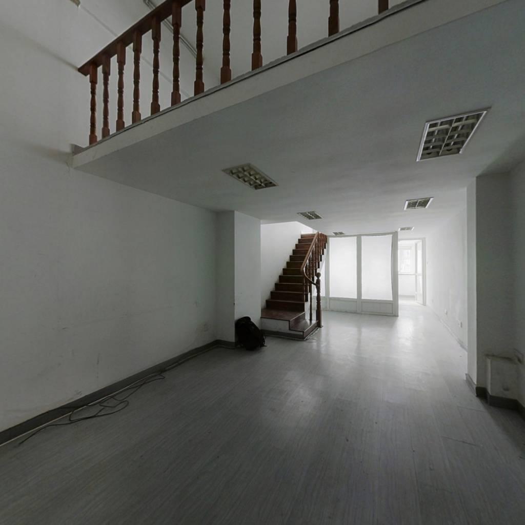 40年产权的房子,办公精装挑高已隔二层