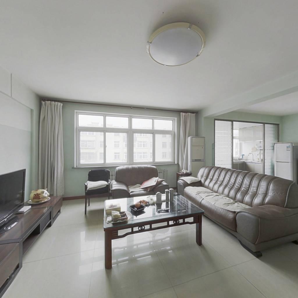 龙海社区精装三室带车库, 好楼层,好位置