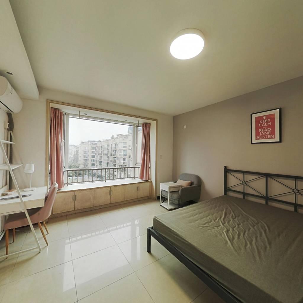 合租·巴黎阳光 4室1厅 南卧室图