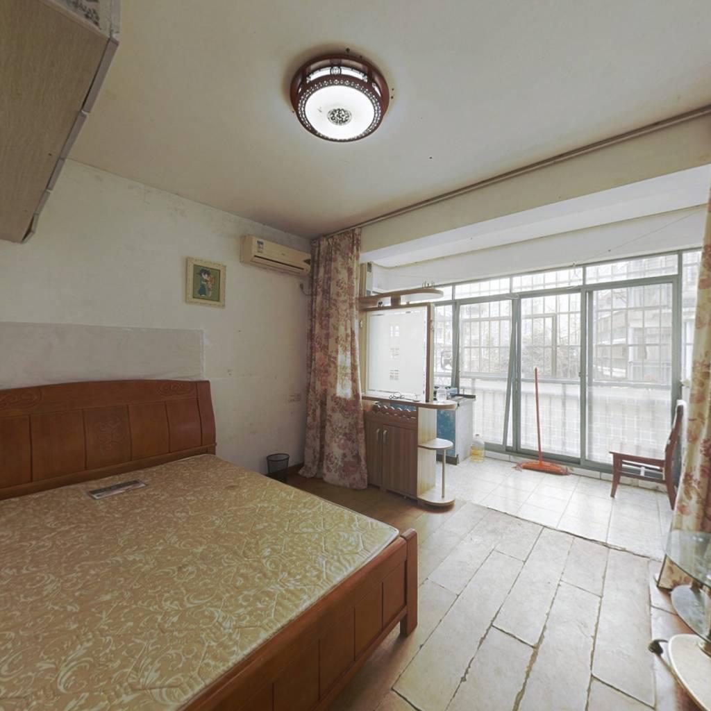 房东诚心诚意出售,看上价格都好谈。