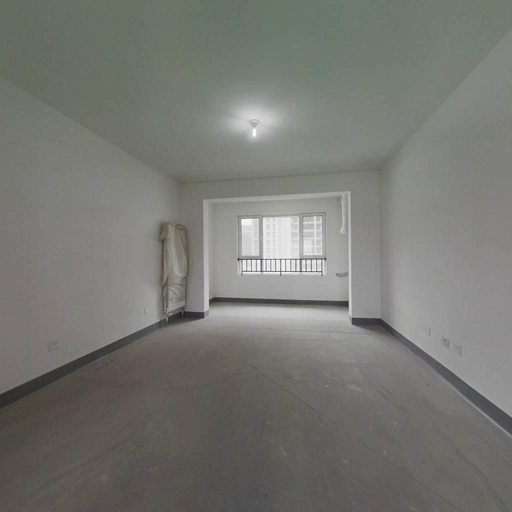 三盛国际南北通透三居, 中间楼层,带车位地下室出售