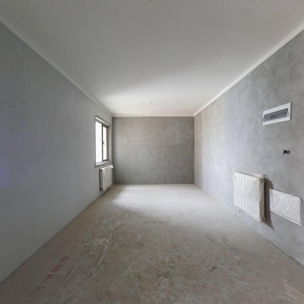 正堂次新房,带暖气,看房方便。