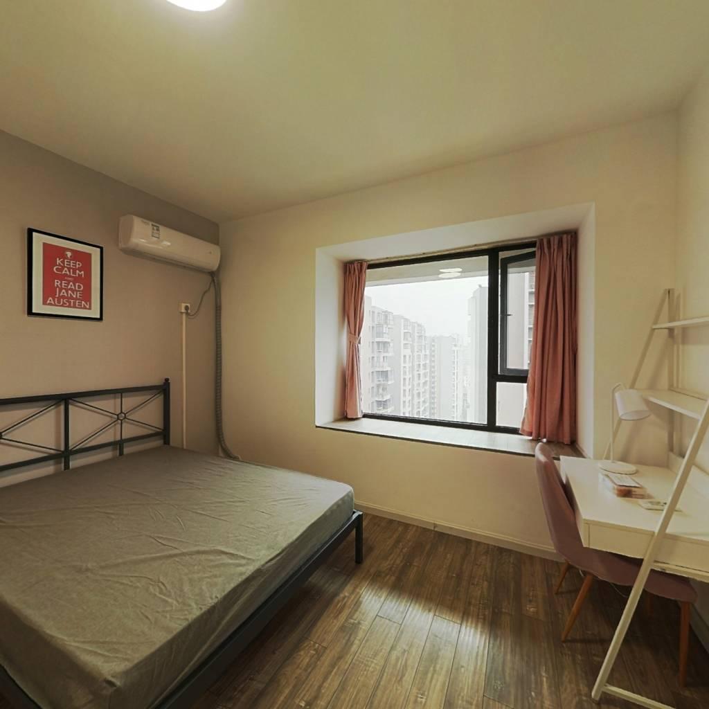 合租·优客联邦三期 4室1厅 南卧室图
