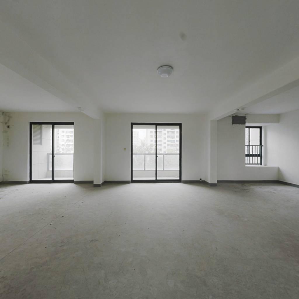 此房为商品房,环境优美,万科物业,绿化好 小区新