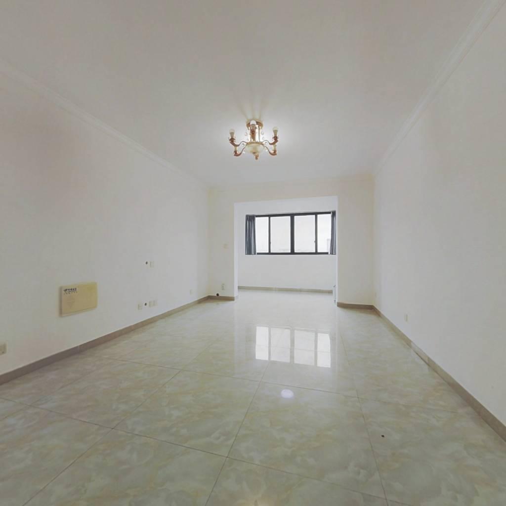 卧室带露台,视野开阔,采光充足,交通便利,配套齐全
