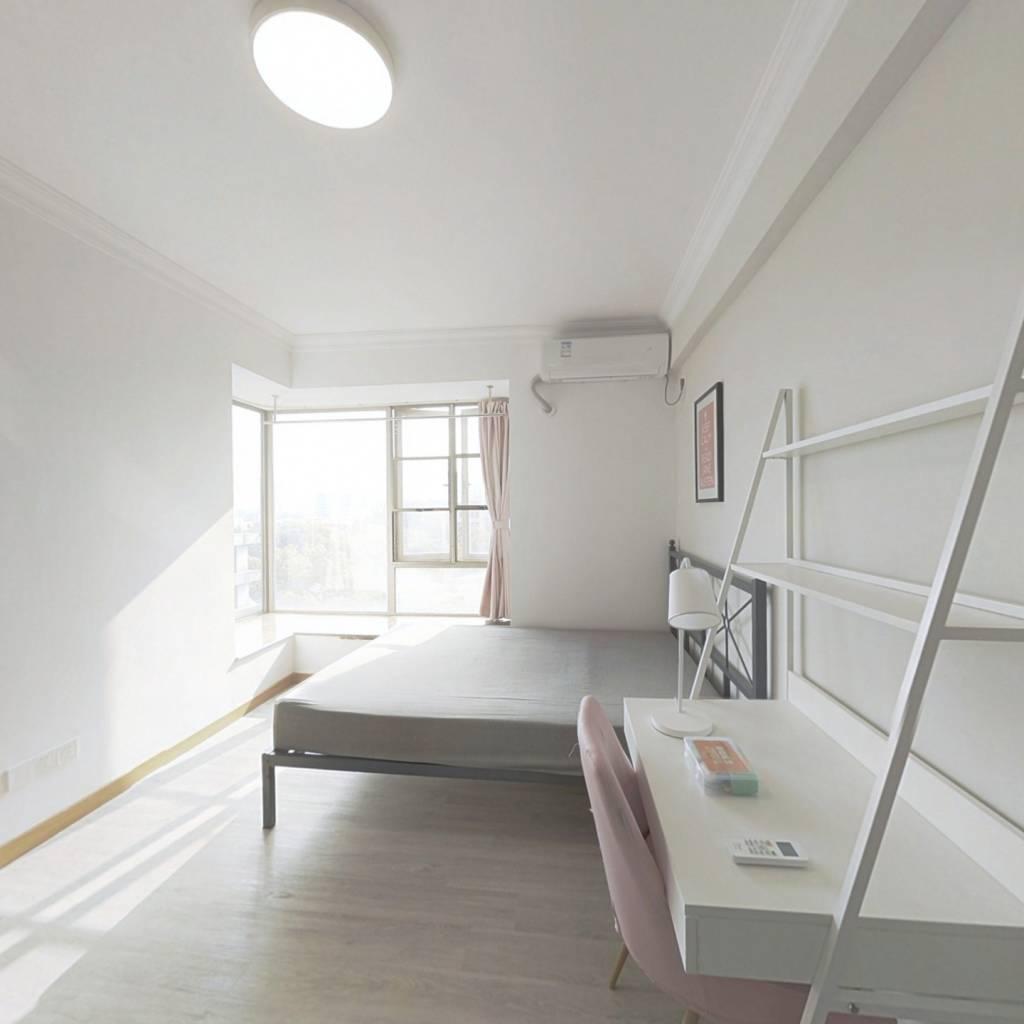 合租·富力桃园 4室1厅 南卧室图