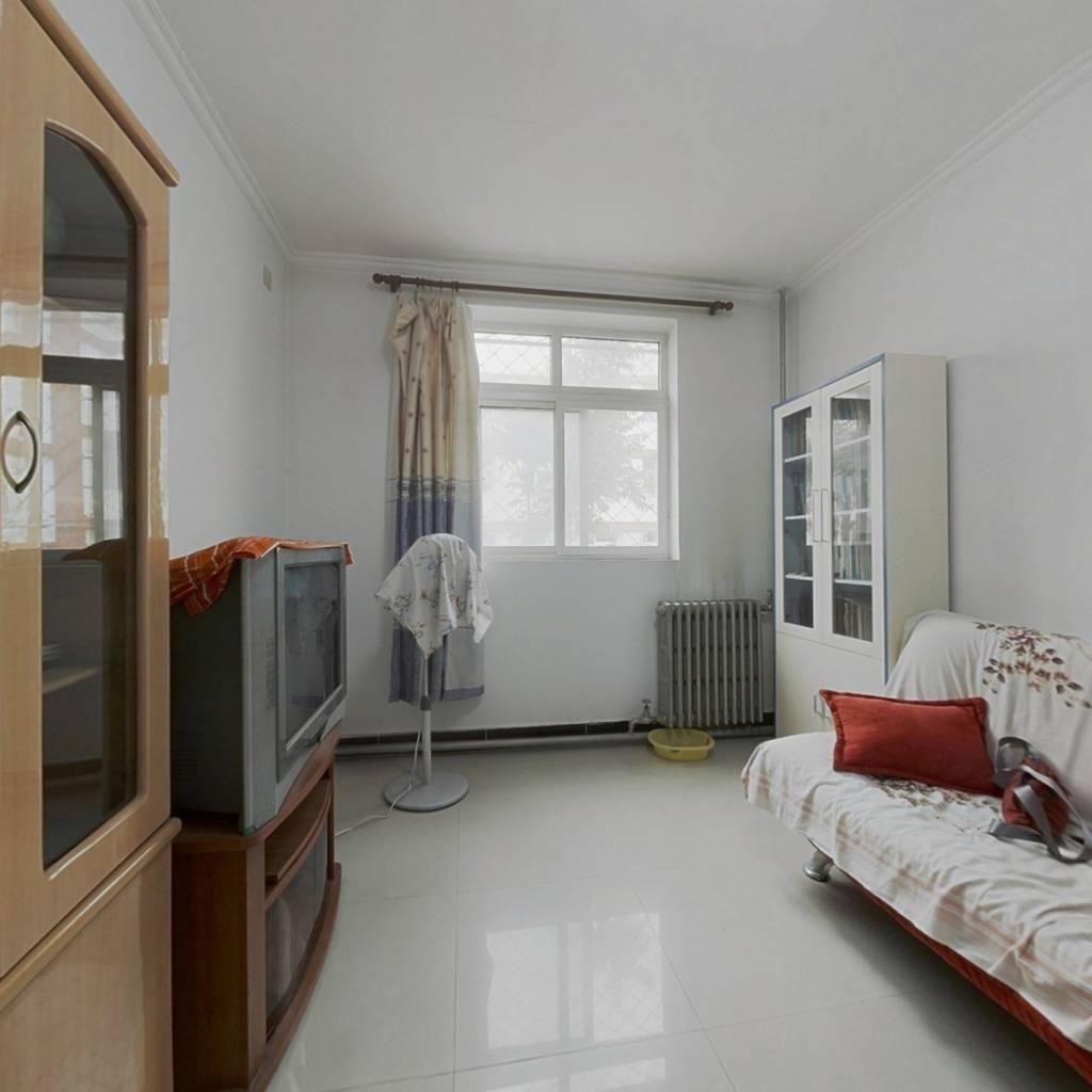 低楼层    两居室出售    看房随时有钥匙