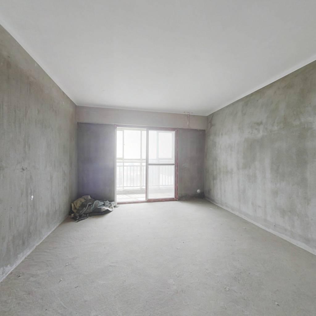 万达旁大三房户型方正采光好价格美丽