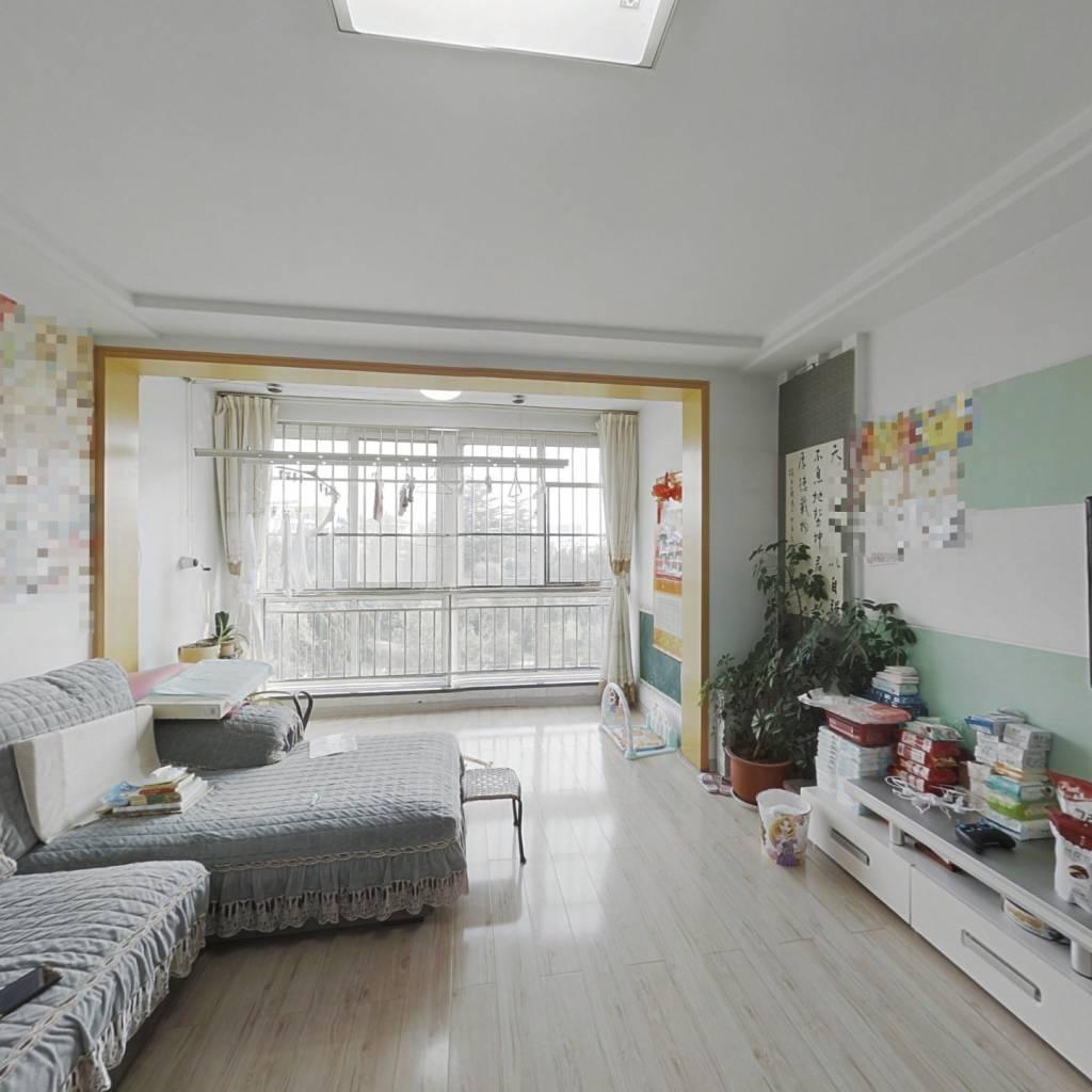 嘉安小区,90平三室.满五唯一,带小房,拎包入住。