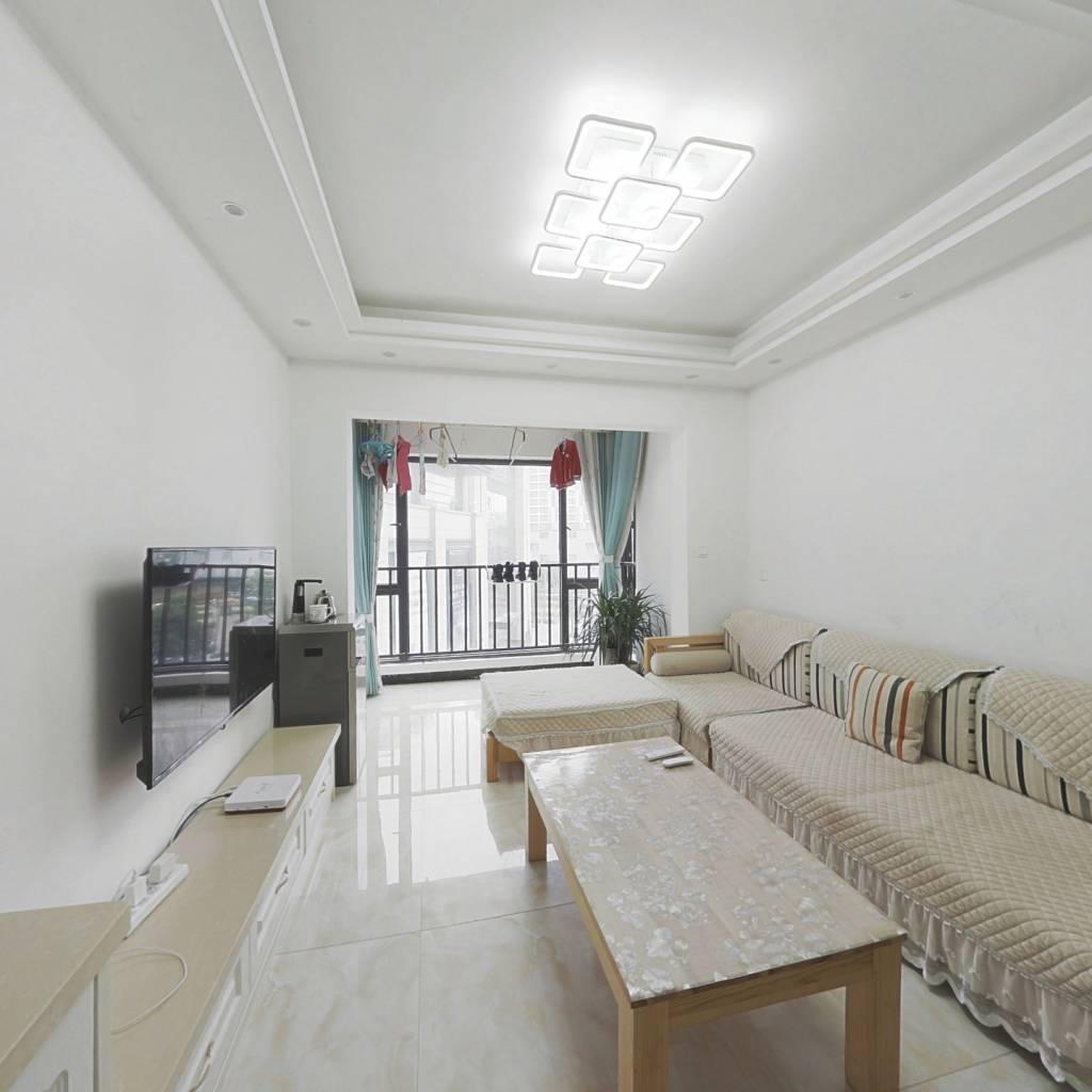 金阳新世界珑玥精装小三房出售。
