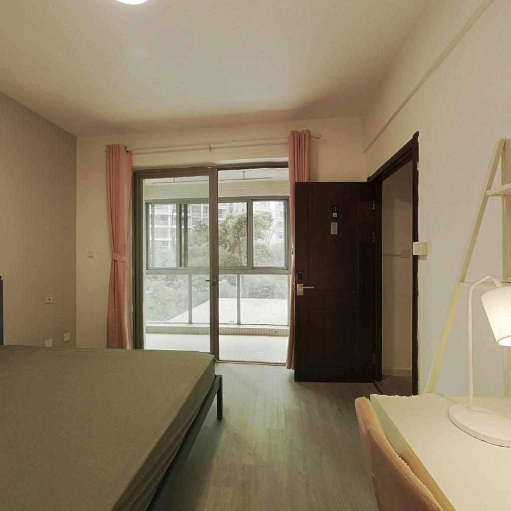 合租·时代晶科名苑 5室1厅 西卧室图