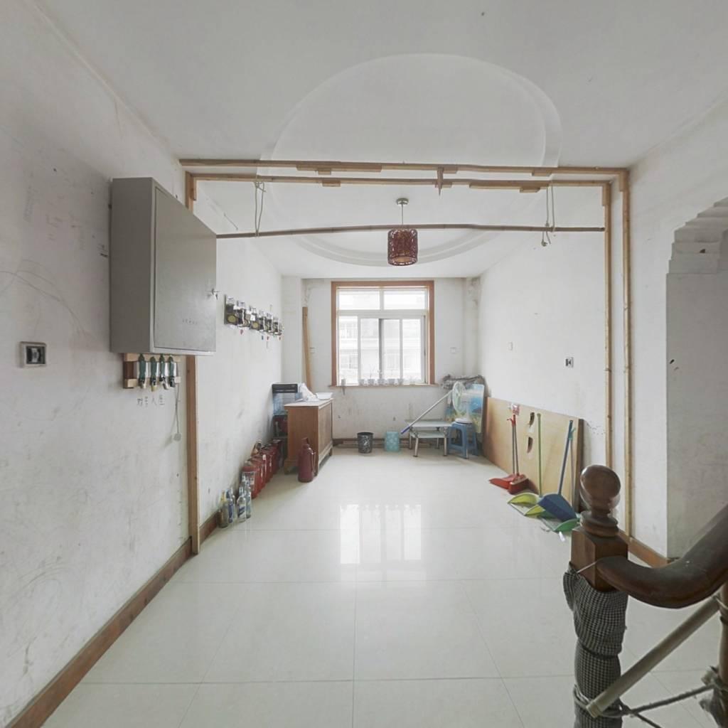 花苑新村5房两厅两卫,房东急售,看房方便