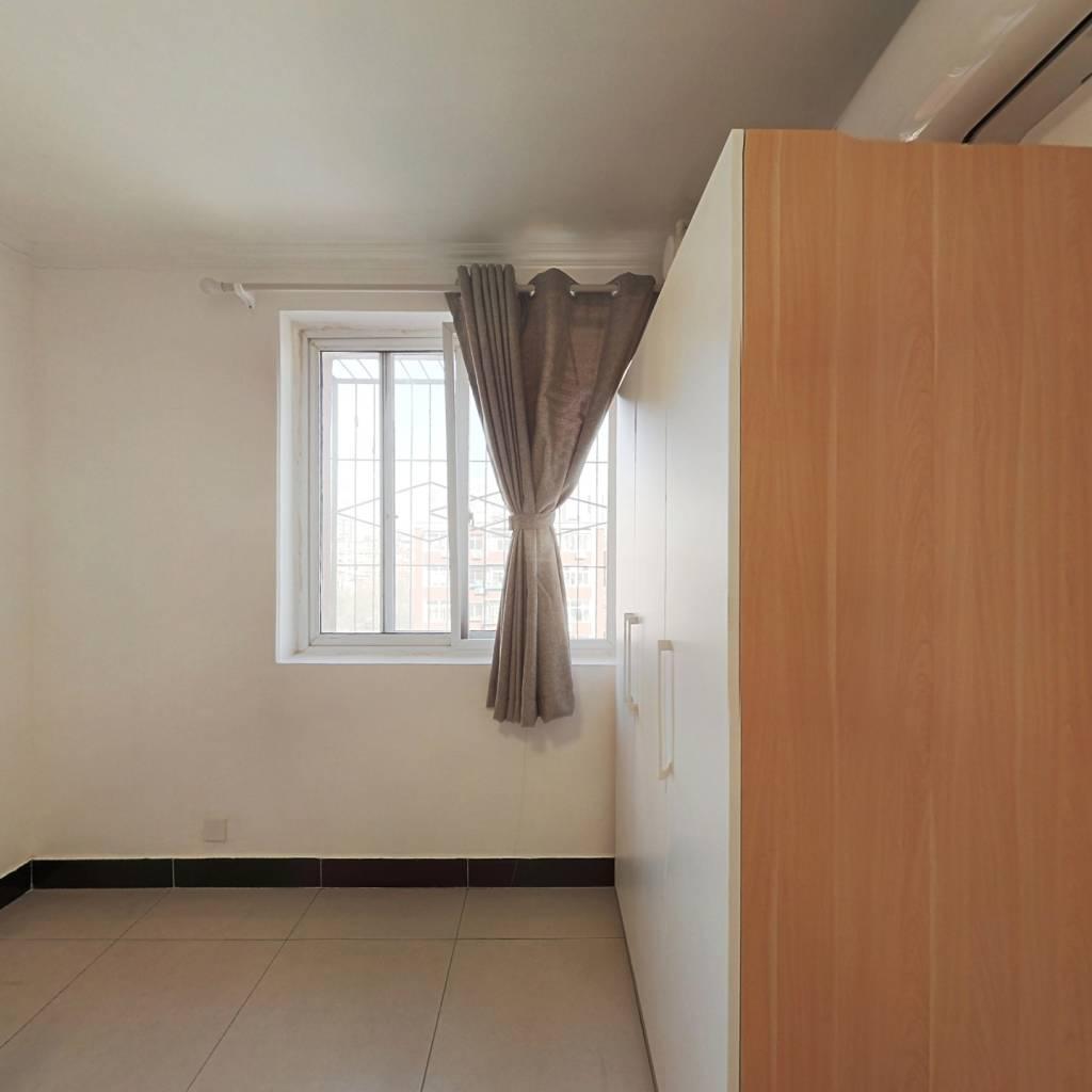 合租·劲松七区 2室1厅 东卧室图