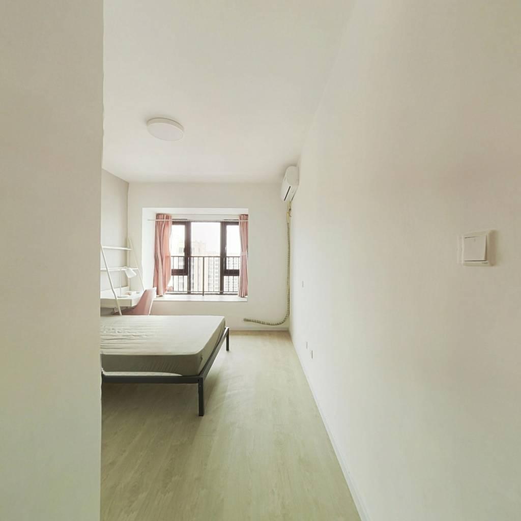合租·融创观玺台花园 4室1厅 北卧室图