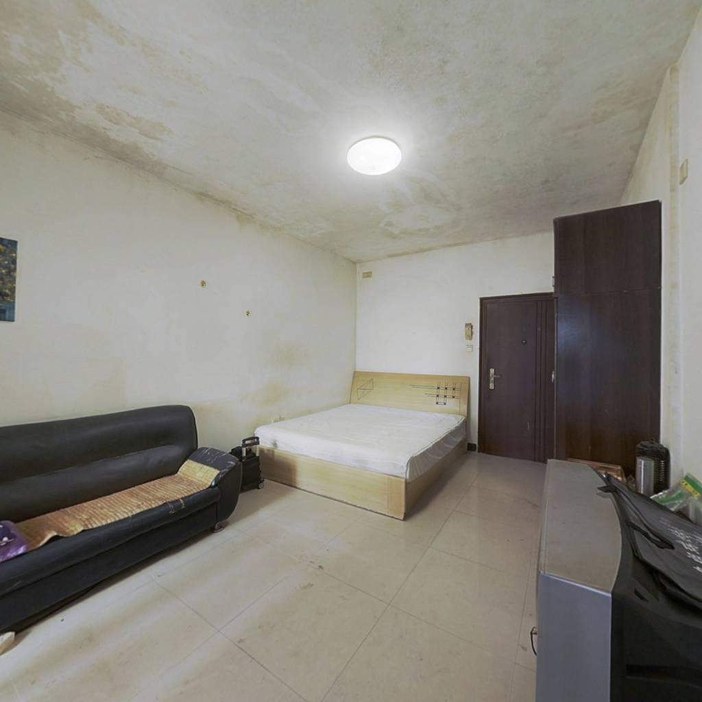 金领公寓 1室0厅 东