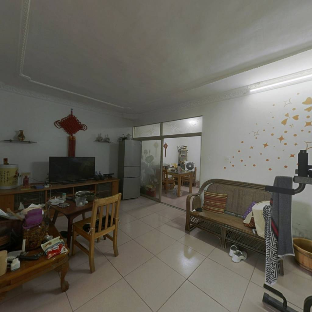 西园小区,三楼,舒适小三房,拎包入住。