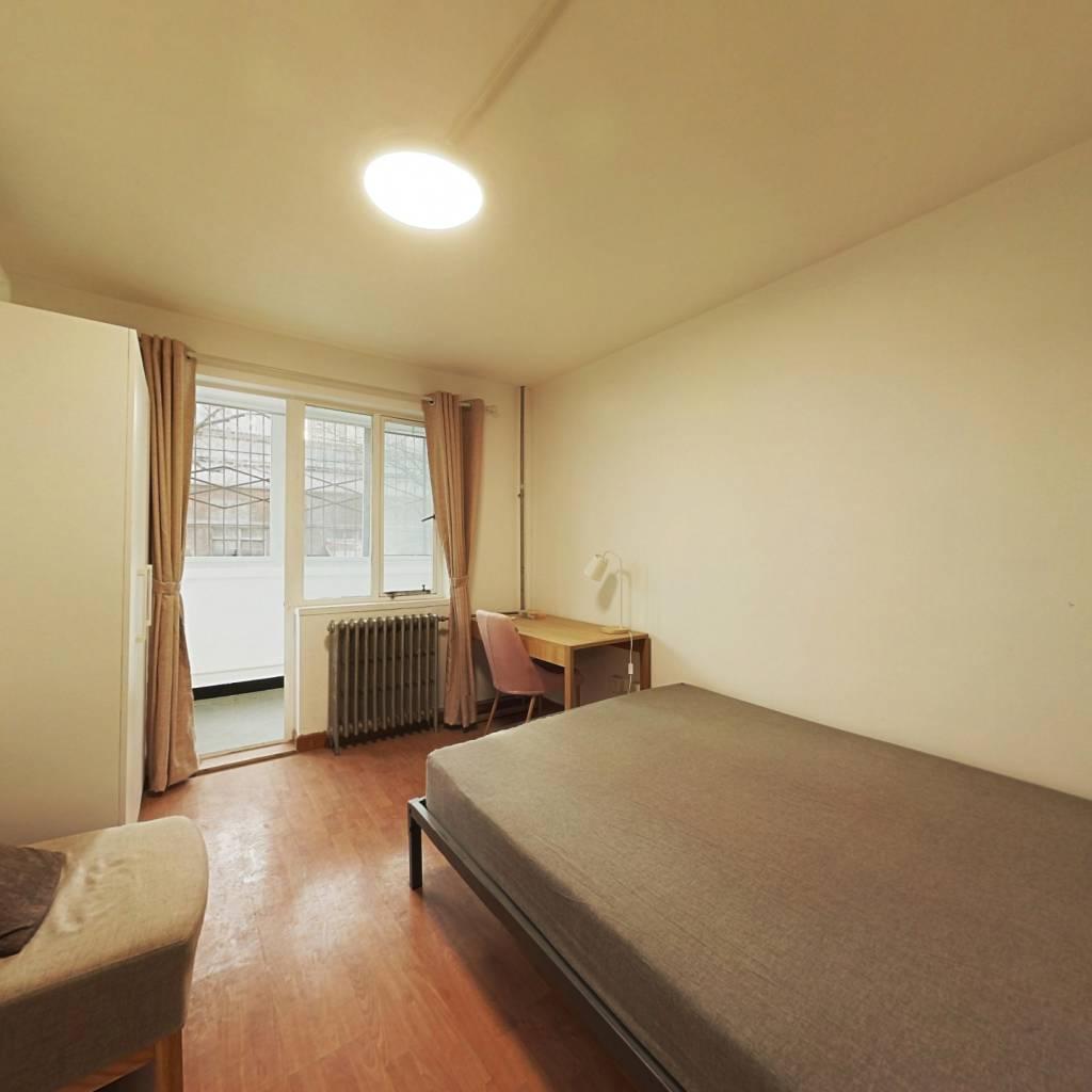 合租·曙光里 3室1厅 北卧室图