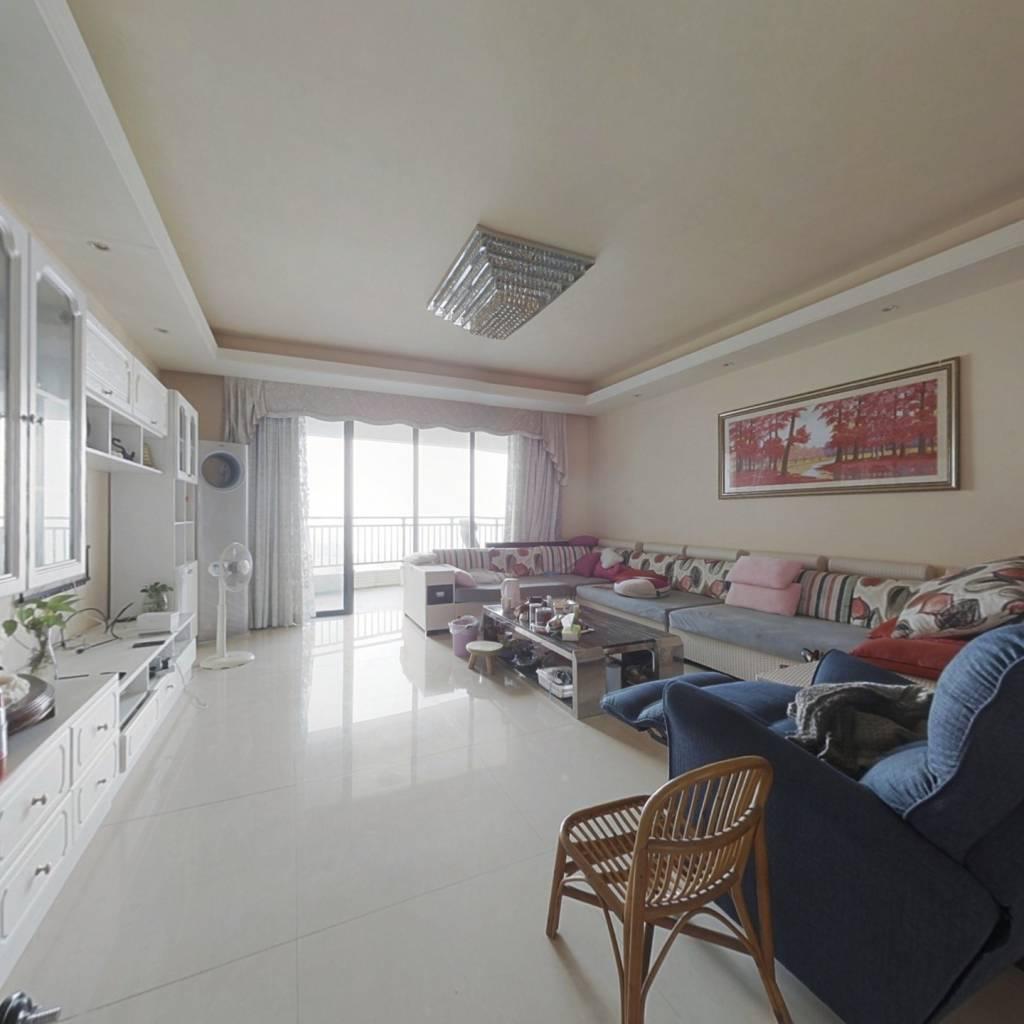 此房大五房,居住舒服,高楼层,正南朝向看海。