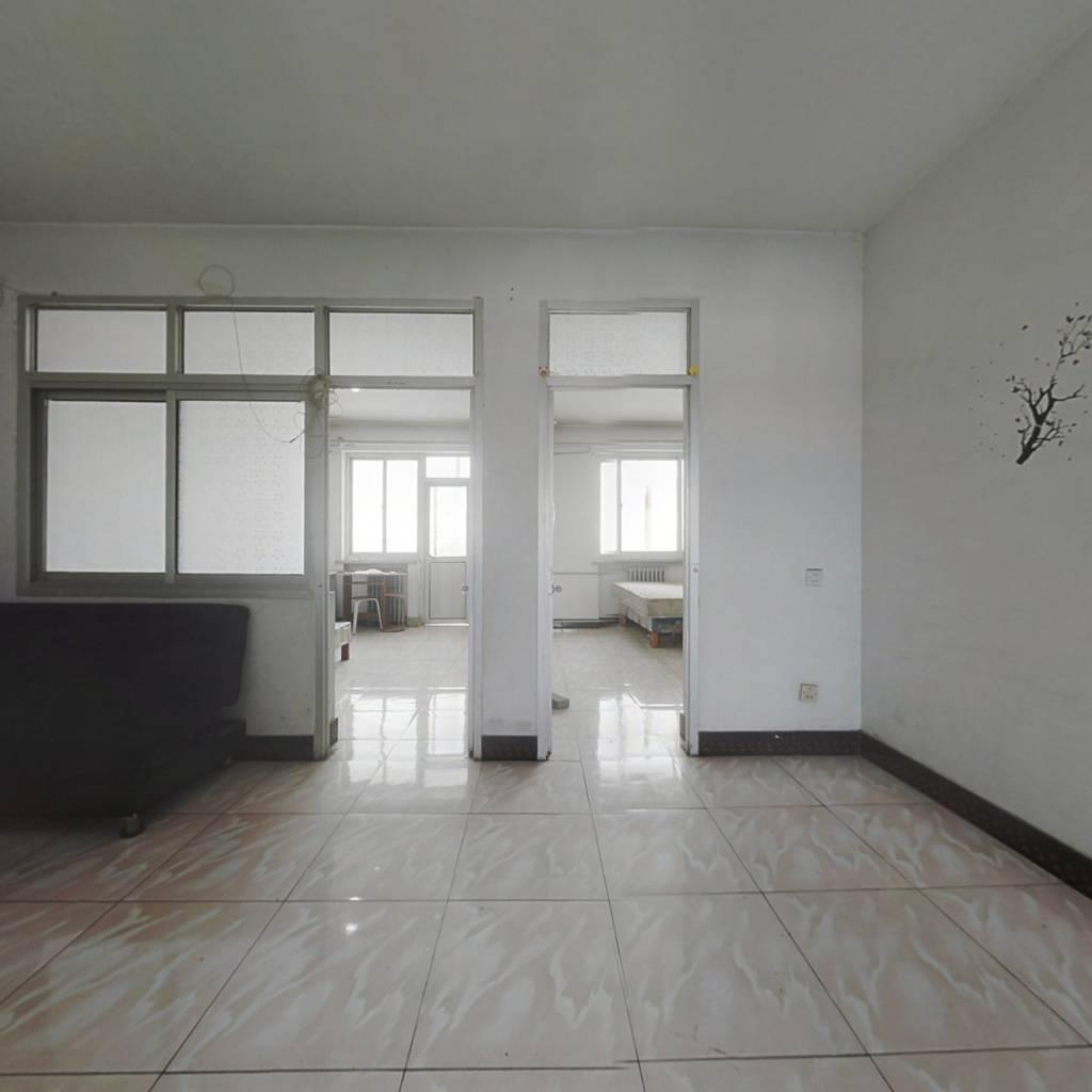 新平北路3居室业主诚意出售,随时可看。