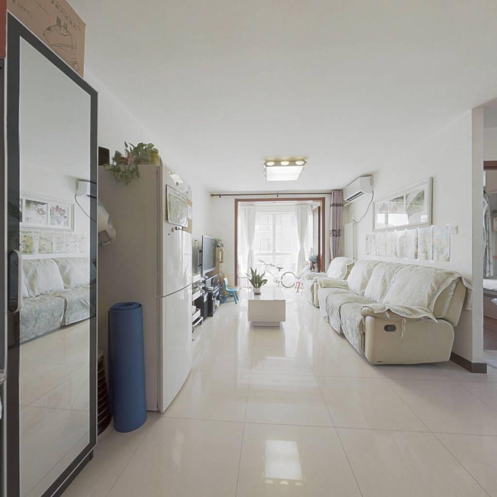 南北通透两居室,明厨明卫,满五年唯一商品房。